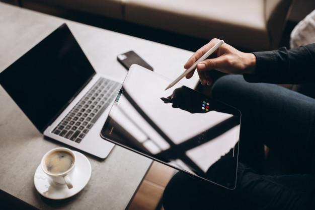 Computadores, tablets e smartphones auxiliam na performance no trabalho